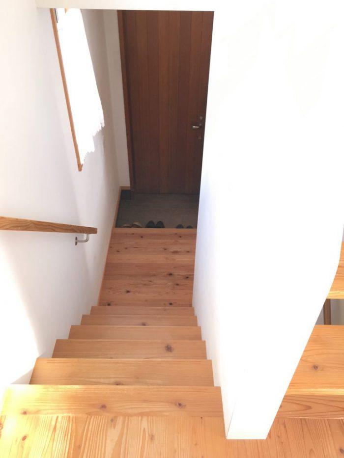何もモノを置いていない階段